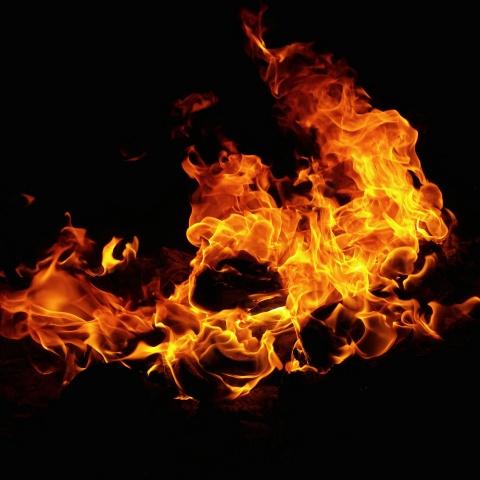 炎上させる